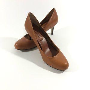 Banana Republic camel round toe heels 8.5